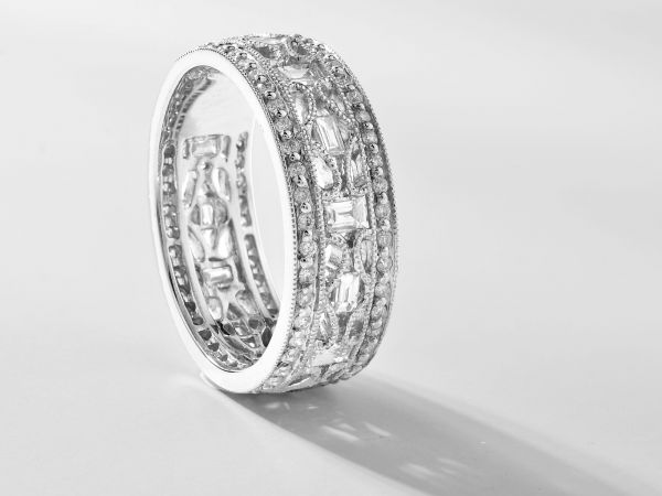 18kt White Gold Round And Bagguette Diamond Wedding Band