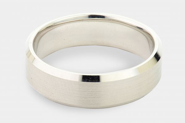14kt White Gold Gents Band