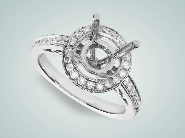 18kt White Gold Round Halo Diamond Engagement Ring