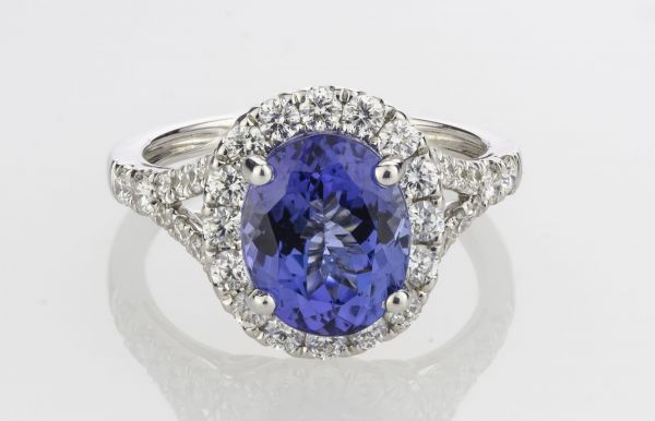 18kt White Gold Oval Tanzanite and Diamond Ring